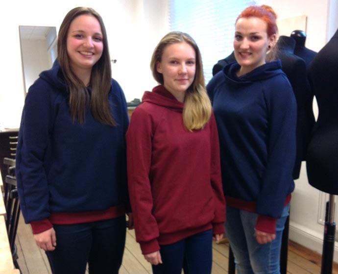 die neuen Pullis sind fertig- von Lara, Maria, Janina